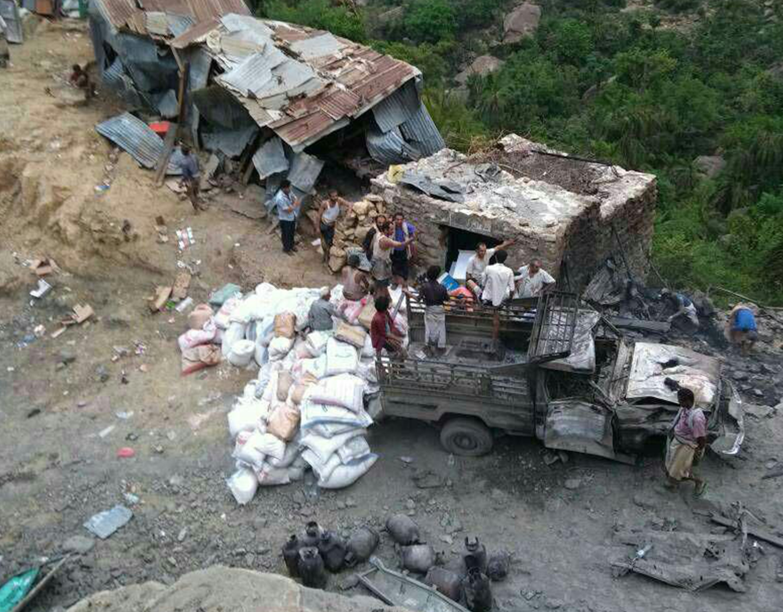 من آثار قصف سوق محمية برع في 2018