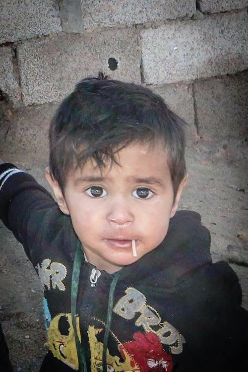 إحدى صور طارق نادري لطفل يتيم (فيسبوك)