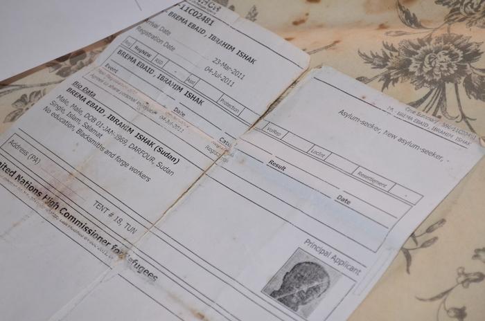 يؤكد إبراهيم أن لديهم كل الوثائق التي تثبت دخولهم التراب التونسي في 2011 وبصفة قانونية(نائلة الحامي/ألترا صوت)