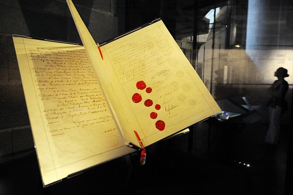 النسخة الأصلية لاتفاقية جنيف الأولى الموقعة عام 1864 (أ.ف.ب)