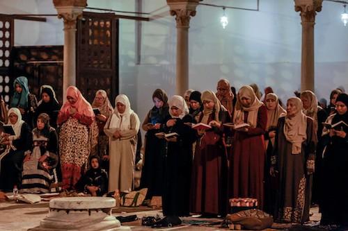 صلاة التراويح في جامع الزيتونة (أمين لندلسي/الأناضول)