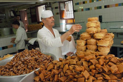 حلويات تونسية أصيلة (فتحي بلعيد/أ.ف.ب)