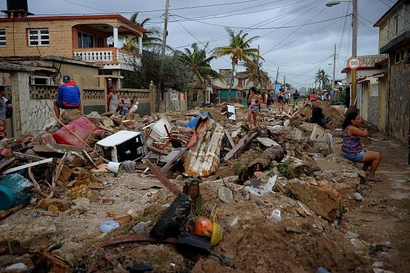 من آثار إعصار إيرما بكوبا (أ.ف.ب)