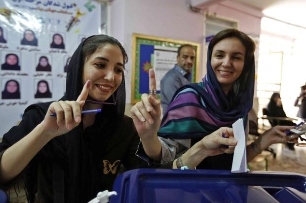 رغم كل القيود والسلبيات، تظل وضعية الديمقراطية في إيران أفضل بكثير من دول عربية حليفة لواشنطن (رويترز)