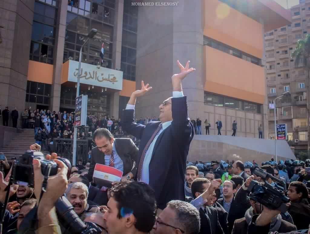 خالد علي أمام المحكمة الإدارية العليا
