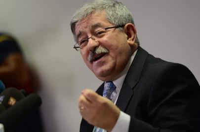 الحزب الثاني في السلطة يلتحق بالحراك والجزائريّون يسخرون من خطوة أويحيى