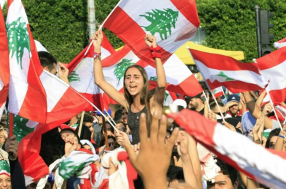 الحراك في لبنان يدخل مفترق طرق ورهان على صمود الشارع