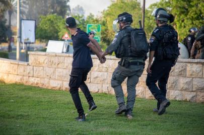 عقاب جماعي.. شرطة الاحتلال تبدأ حملة اعتقالات بحق المئات في الداخل الفلسطيني