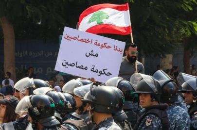 عنف واعتداءات وحشية على المحتجين..