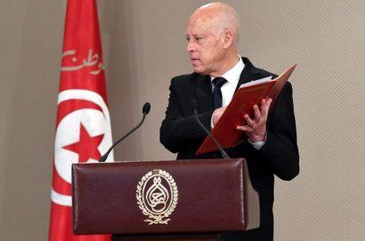 بعد تلميح سعيّد بإمكانية تعديل الدستور.. جدل واستقطاب في تونس
