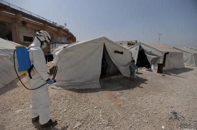 النظام السوري مستمر في الإنكار وتفشي كورونا في المخيمات ينذر بكارثة