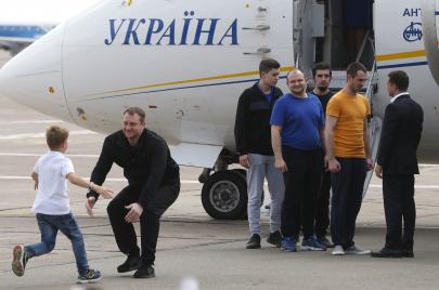 الكرملين يعيد ترتيب أوراقه أوروبيًا.. ما وراء صفقة تبادل السجناء مع كييف
