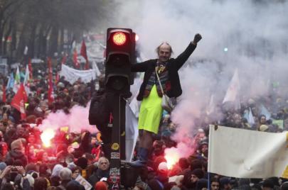 إضراب فرنسا مستمر.. إصرار الشارع في وجه تعنت إدارة ماكرون