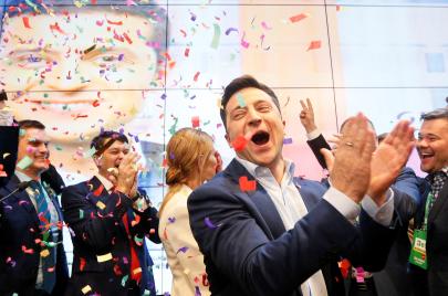 من الكوميديا إلى رئاسة أوكرانيا.. هل ينجح زيلينسكي؟