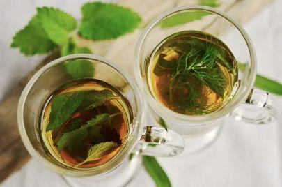 فوائد شاي البابونج للشعر والبشرة والجسم