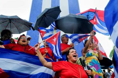 توسع في الاحتجاجات وإجراءات لامتصاص الغضب.. ماذا يحدث في كوبا؟