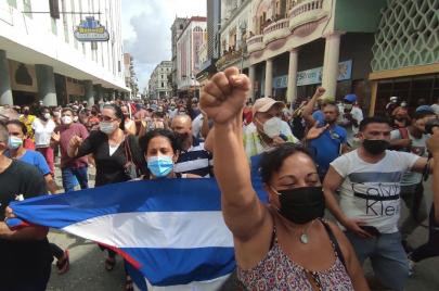 تظاهرات حاشدة غير مسبوقة مناهضة للحكومة في كوبا