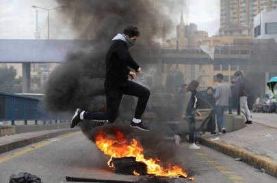 الاعتداء على متظاهري بيروت.. عودة إلى البلطجة