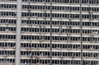 نكبة لبنان منذ سنوات.. كيف أثر الفساد والطائفية على قطاع الكهرباء؟