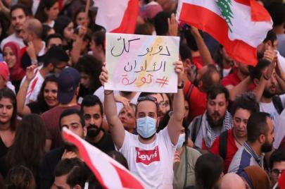 اللبنانيون في الشارع مجددًا.. لا جديد في يد الحكومة الجديدة