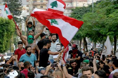 استمرار التظاهرات في لبنان ومسلحو الأحزاب يقمعون المحتجين