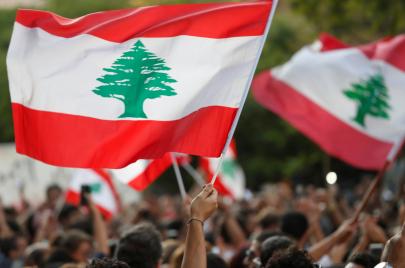 اليوم الـ16 من الانتفاضة اللبنانية.. عنف متزايد وتعتيم إعلامي
