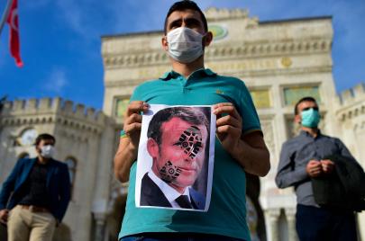 مقاطعة البضائع الفرنسية تفتح ملفًا جديدًا من التصعيد بين أنقرة وباريس