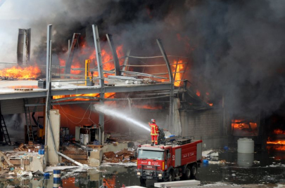 لإخفاء ملفات فساد.. اتهامات لمسؤولين لبنانيين بافتعال حريق المرفأ