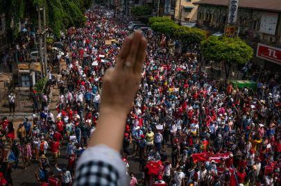 الأضخم منذ 2007.. احتجاجات تعم ميانمار بعد الانقلاب