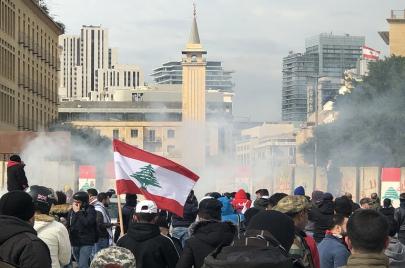 الحكومة اللبنانية تأخذ الثقة وسط قنابل الدخان