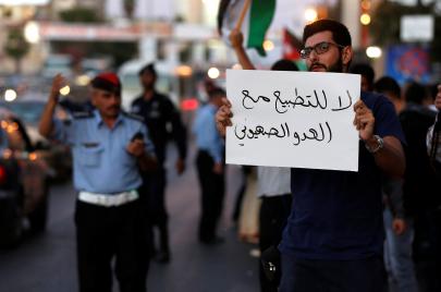 المؤشر العربي: الغالبية العظمى من العرب يعتبرون فلسطين قضيتهم ويرفضون التطبيع