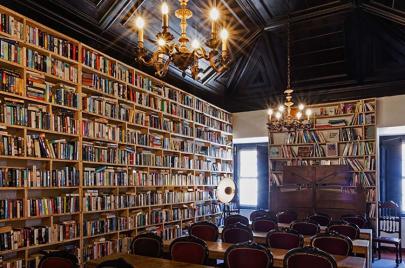 لعشاق الكتب.. أكبر فندق أدبي في العالم يحتوي 65 ألف كتاب