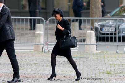 رشيدة داتي.. شابة مثيرة بشعرها الأسود الطويل!