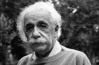يوميّات لأينشتاين تنشر لأول مرّة تكشف عن عنصريّته القبيحة!