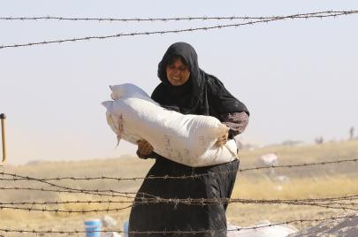 المرأة السورية.. عبء التقاليد وأعباء الثورة
