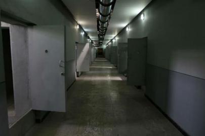 سجناء يمنيون يضربون عن الطعام في سجون الإمارات.. محاولة أخيرة للنجاة!