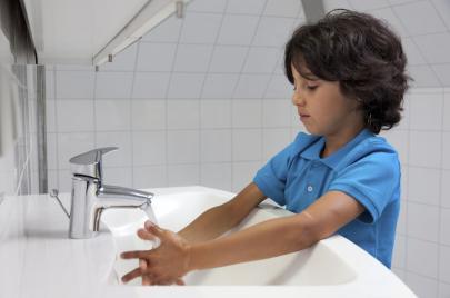 دراسة: الهوس بنظافة الأطفال في عمرٍ مبكّر قد يؤدي للإصابة باللوكيميا