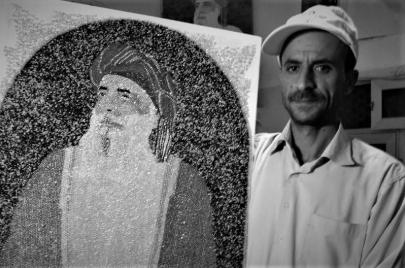الفنان اليمني عبده المطري.. استعادة التاريخ بفصوص الكريستال