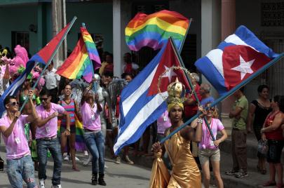 بعد عقود من الرفض والتعذيب.. كوبا المتصالحة مع الزواج المثلي