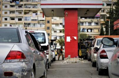 نظام الأسد يواجه أزمة الوقود بالرقص والغناء والقراءة!