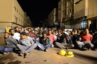 انتهاكات السعودية بحق المهاجرين الإثيوبيين.. سرقة وتعذيب وترحيل قسري