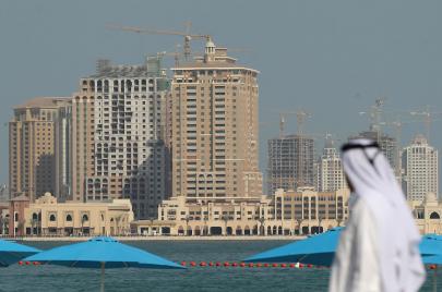 مغردون يرفضون قطع العلاقات مع قطر.. استهجان القرار وانتباه لبهجة إسرائيل به