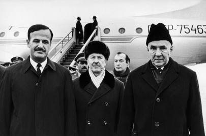 يسار الأسد والوقوف على يساره