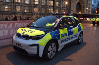 بريطانيا: حظر بيع المركبات التي تعمل على الوقود بشكل كامل عام 2030