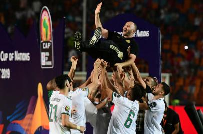 نالها من يستحقّها.. الجزائر تحمل كأس أمم أفريقيا للمرّة الثانية في تاريخها