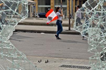 اللبنانيون يتفاعلون مع أنباء اقتراب العتمة وانقطاع الإنترنت بسخرية سوداء
