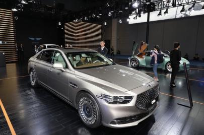 سيارة جينيسيس G90 للعام 2021.. التزام بالفخامة وقوّة الأداء
