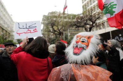 غضب لبناني في السوشيال ميديا بعد ارتفاع جديد في سعر الدولار والسلع الأساسية