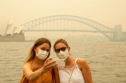 حرائق الغابات حول العالم تزيد من تعطيل السياحة في ظل استمرار جائحة كوفيد -19