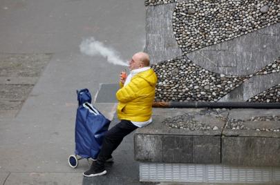 دراسة: السجائر الإلكترونية تزيد فرصة الإصابة بأعراض حادّة من مرض كورونا الجديد